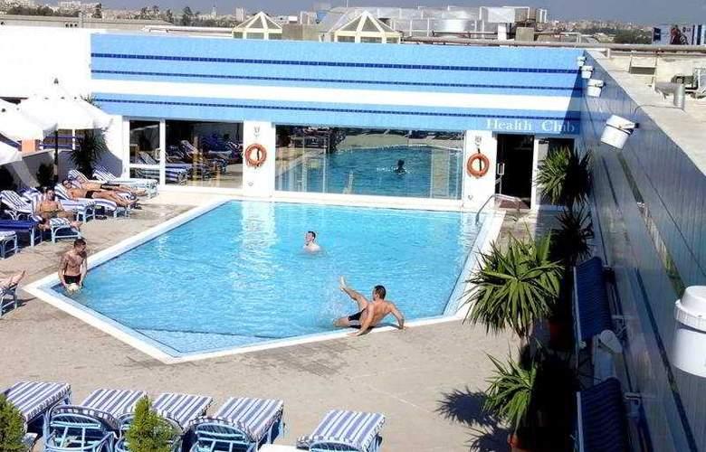 Hilton Alexandria Green Plaza - Pool - 2