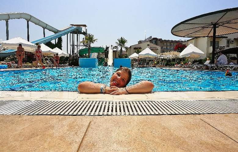 Lyra Resort - Pool - 37