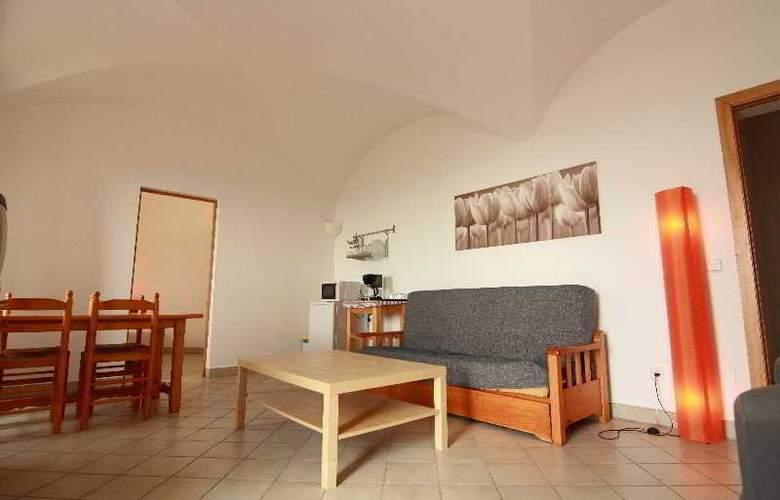 Petit Hotel Hostatgeria Sant Salvador - Room - 9
