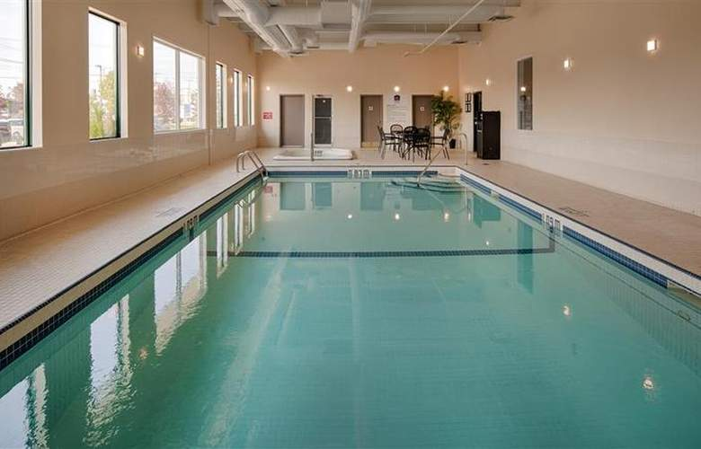 Best Western Plus Winnipeg Airport - Pool - 3