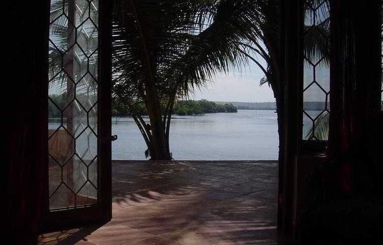 Britona Riverside Retreat - Room - 3