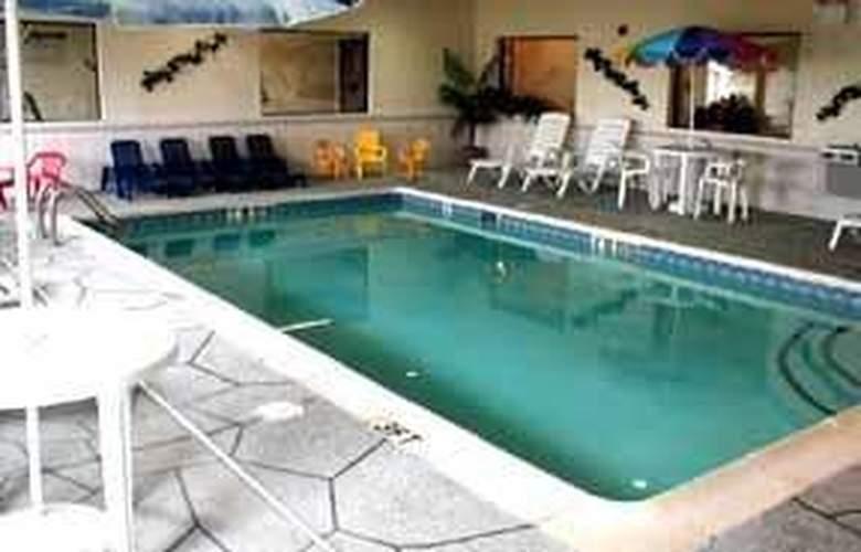 Comfort Suites North - Pool - 5