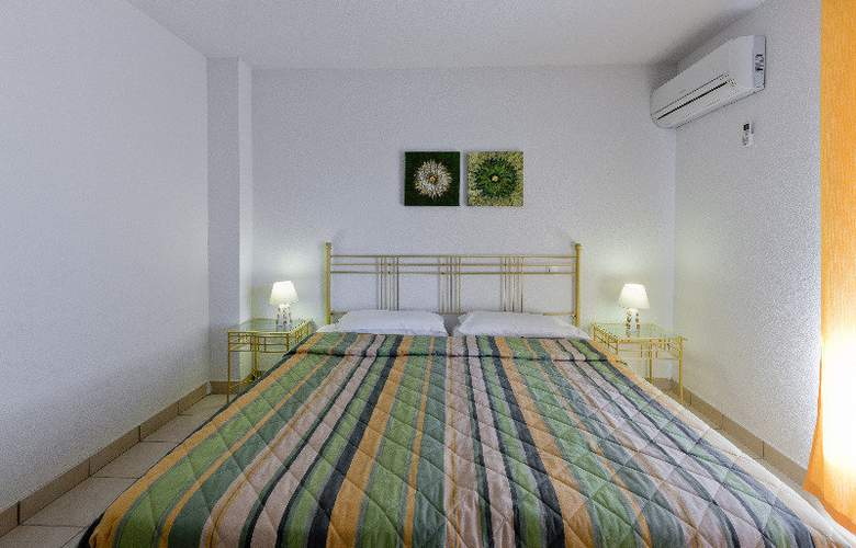 Malibu Village - Room - 7