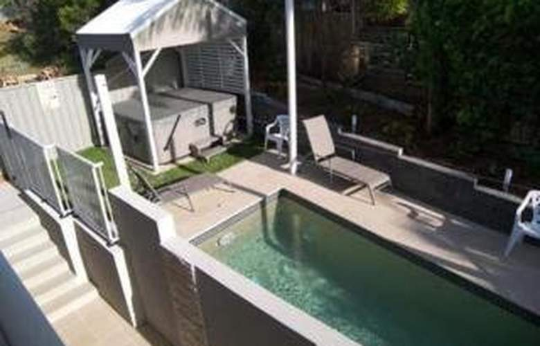 Quality Inn & Suites Port Macquarie - Pool - 3