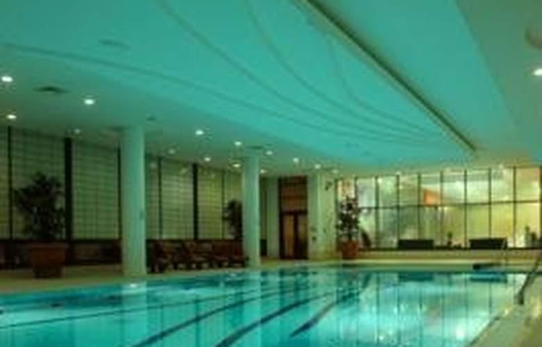 Clayton Whites - Pool - 3
