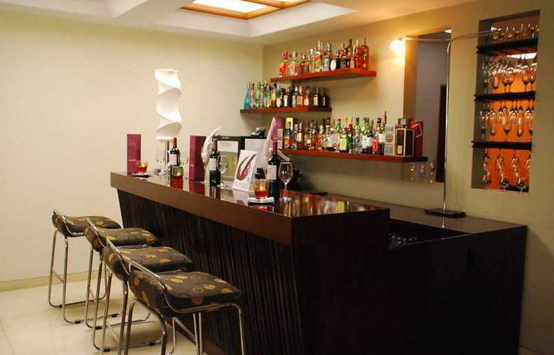 Sercotel Richmond Suites - Bar - 9