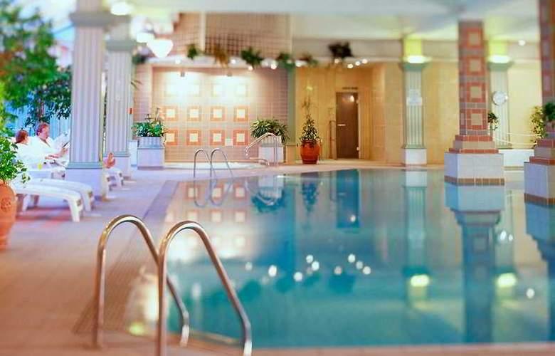 Durham Marriott Hotel Royal County - Pool - 9
