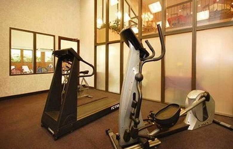 Holiday Inn Express Fredericksburg Southpoint  - Sport - 7