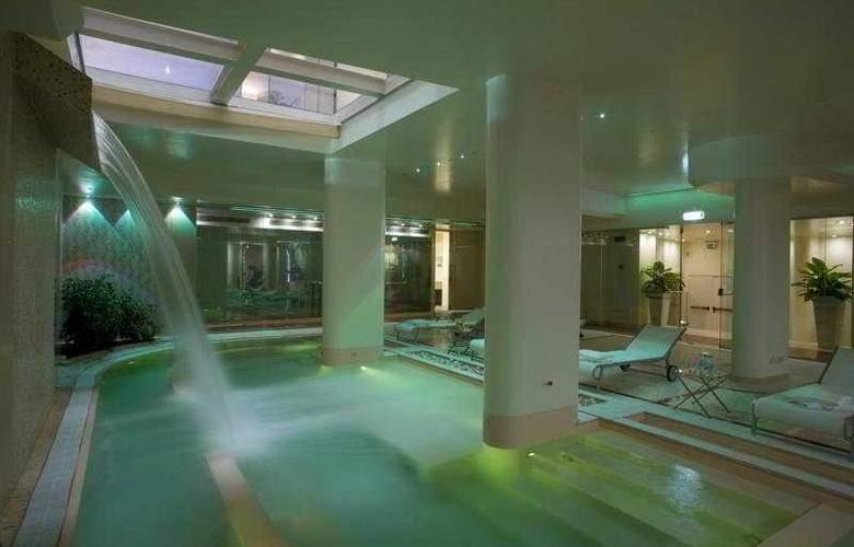 Hilton Florence Metropole - Pool - 1