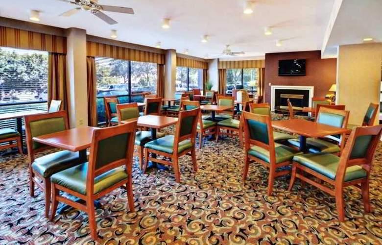 Hampton Inn Charlotte-University Place - Restaurant - 1
