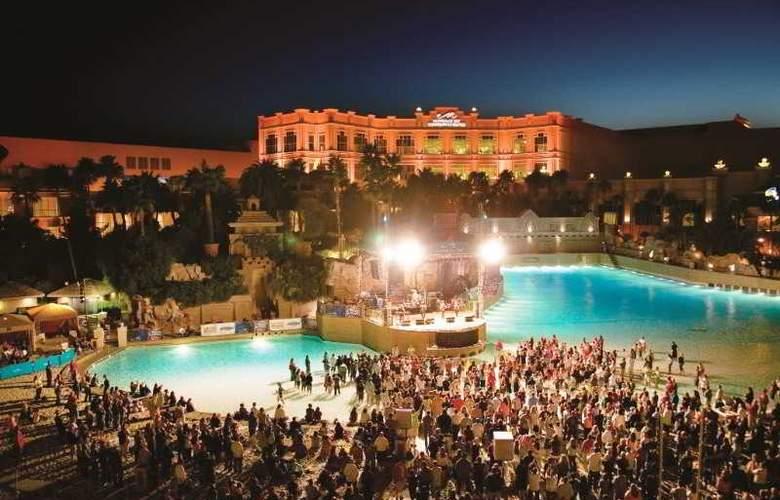 Mandalay Bay Resort Casino - Pool - 5
