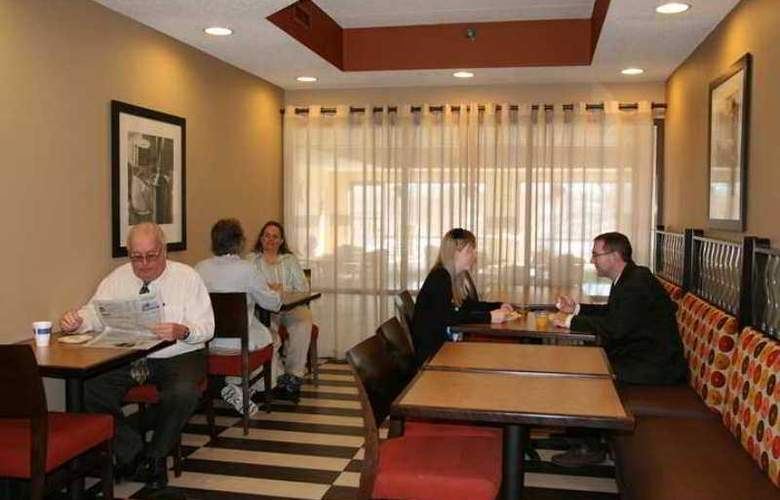 Hampton Inn Appleton-Fox River Mall Area - Hotel - 11
