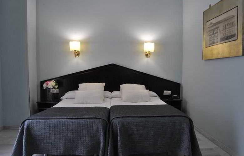 Navas - Room - 13