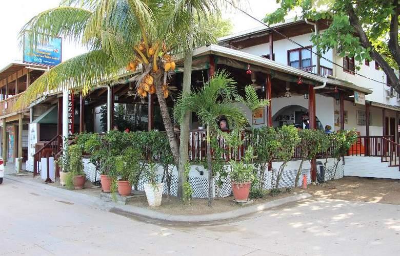 Splash Inn Dive Resort - Bar - 12
