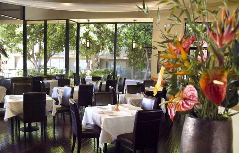 Airtel Plaza - Restaurant - 3