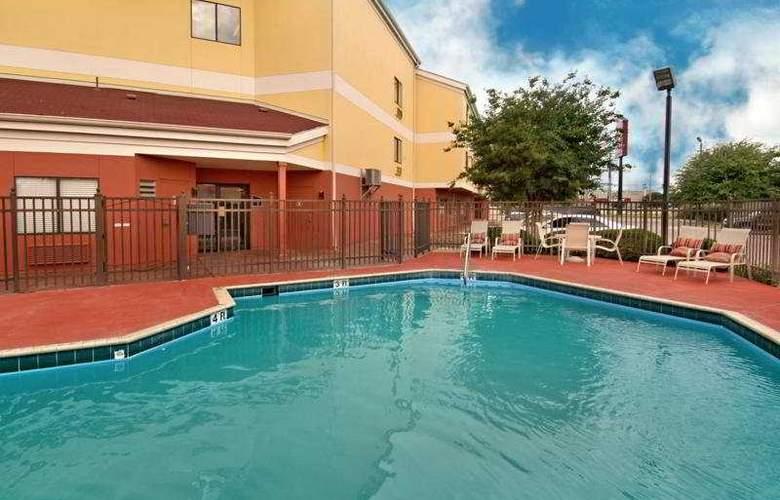 Red Roof Inn San Antonio West - Seaworld - Pool - 6