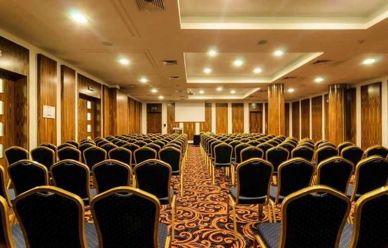 Metropolitan - Conference - 7