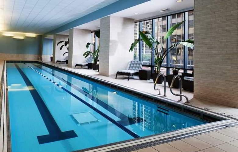 Radisson Blu Aqua Hotel - Pool - 18