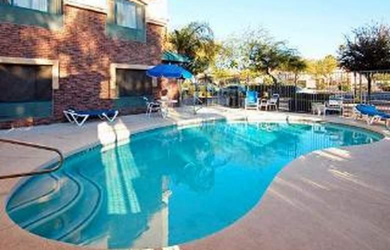 Comfort Inn & Suites at ASU - Pool - 6