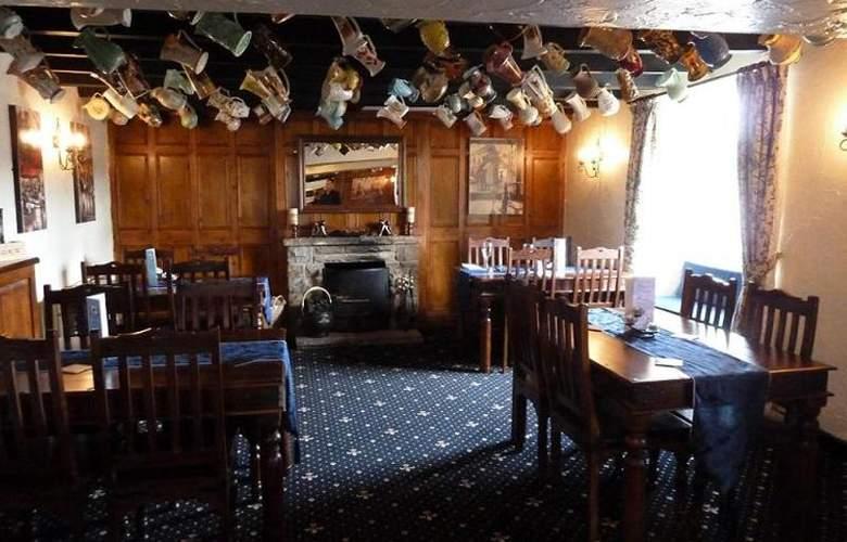 Ganton Greyhound Inn - Bar - 9