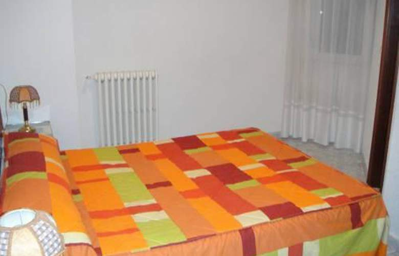 Hostal Uria - Room - 3