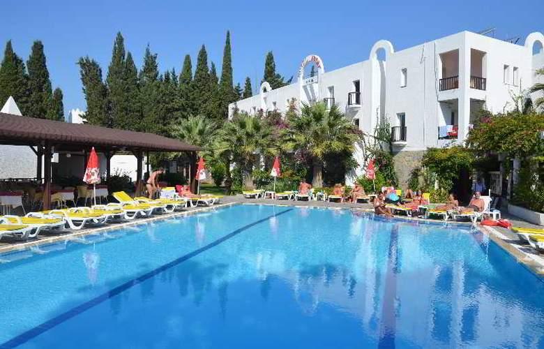 Natur Hotel - Pool - 9