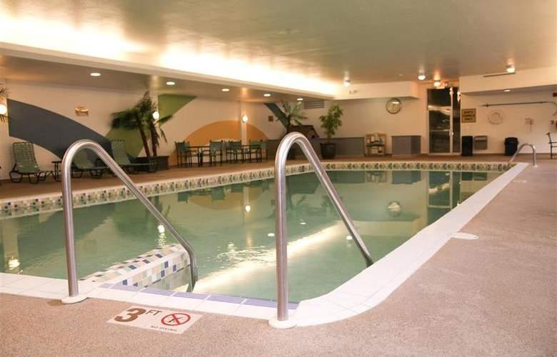 Best Western Woods View Inn - Pool - 93