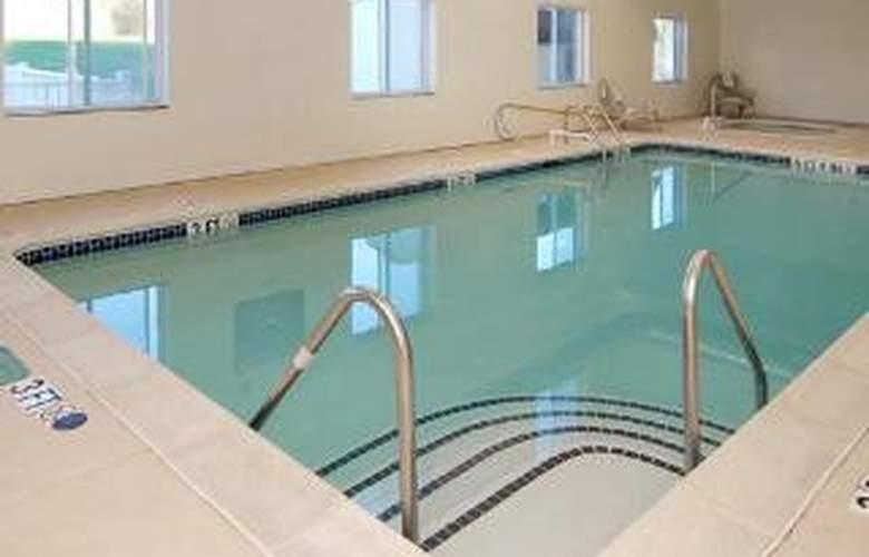 Comfort Inn Lancaster County - Pool - 4