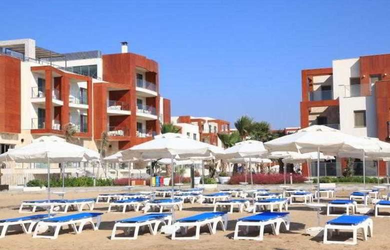 Sundance Suites Hotel - Beach - 4
