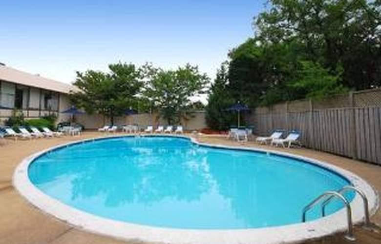 Comfort Inn Pentagon City - Pool - 5