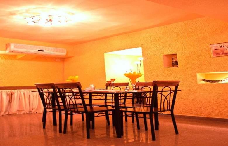 Diplomat Hotel - Restaurant - 44