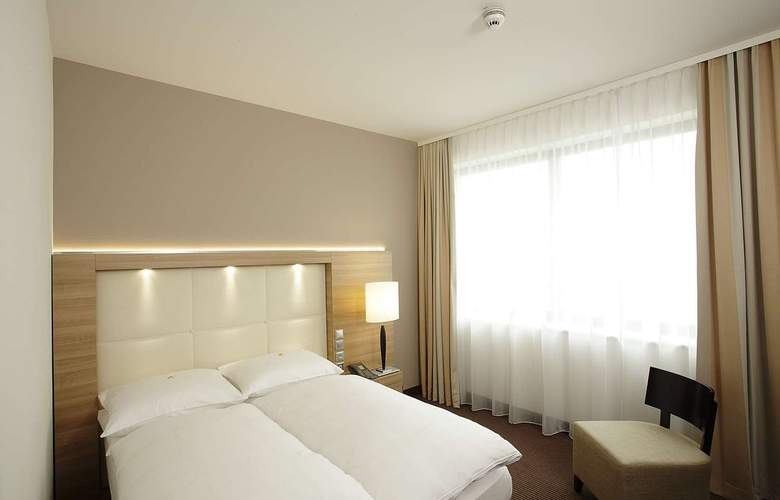 H4 Berlin Alexanderplatz - Room - 6