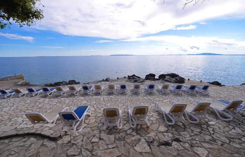 Luna Island Hotel - Beach - 15