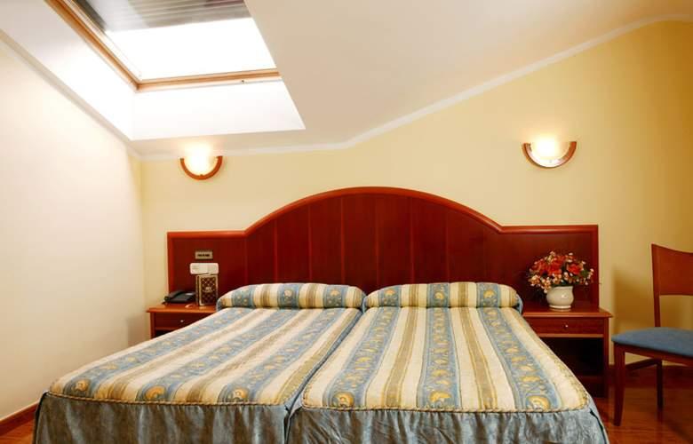 Hotel 2 * y Apartamentos Peña Santa - Room - 11