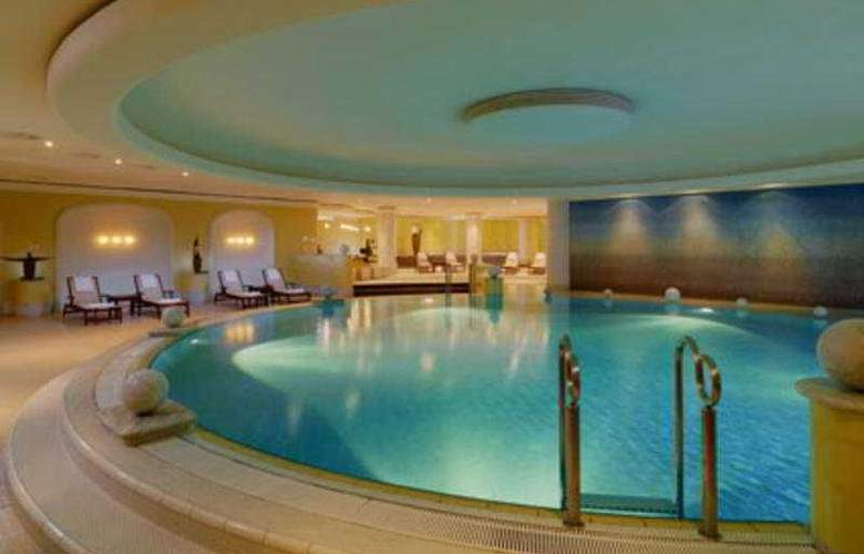 The Westin Grand Berlin - Pool - 7