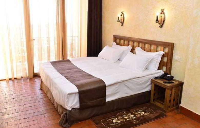 Caucasus - Room - 16