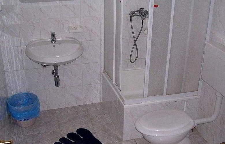 Apartmani Zlatni Rat - Room - 2