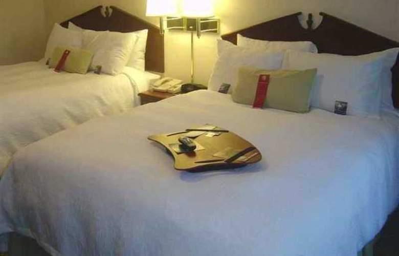 Hampton Inn & Suites Cleveland Airport Middleburg - Hotel - 2