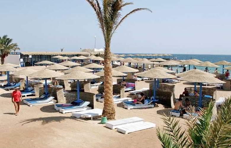 Triton Empire Beach Resort - Beach - 4