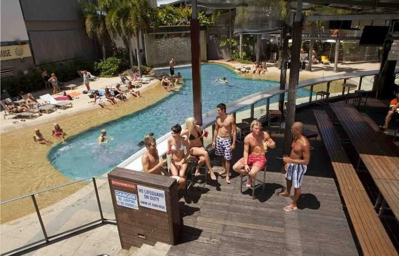 Gilligan's Backpackers Hotel & Resort Cairns - Pool - 4