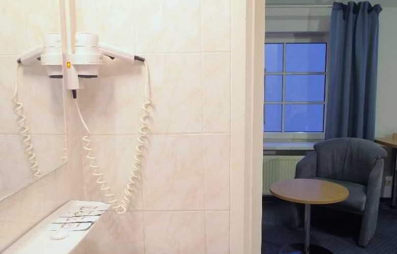 Telecom Guest - Room - 13