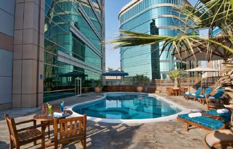 City Seasons Suites - Pool - 11