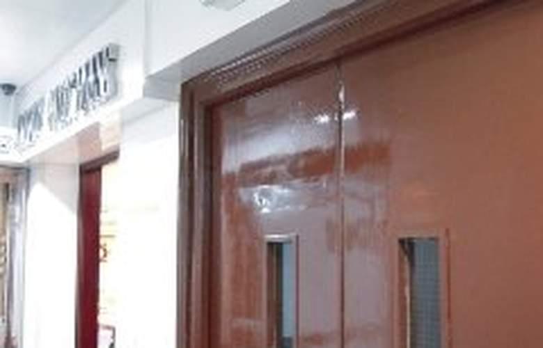 Carlton Hostel - Hotel - 0