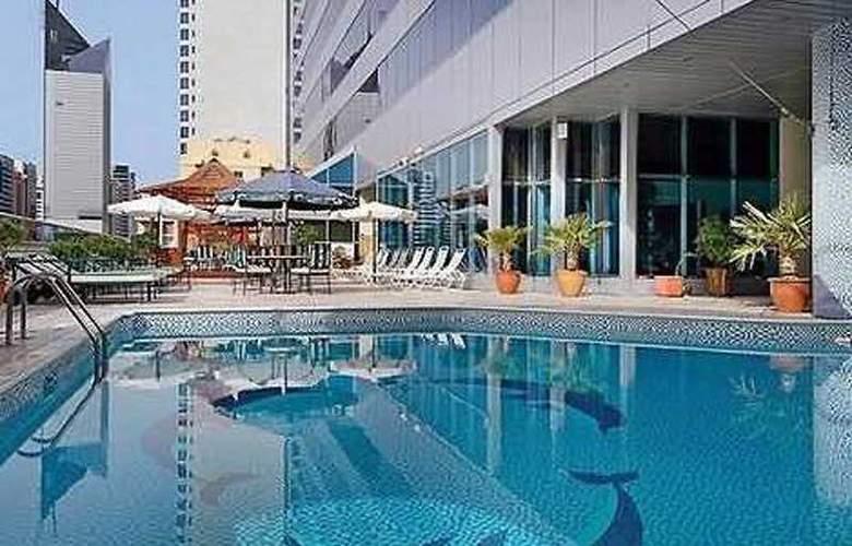 Corniche Hotel Abu Dhabi - Pool - 4