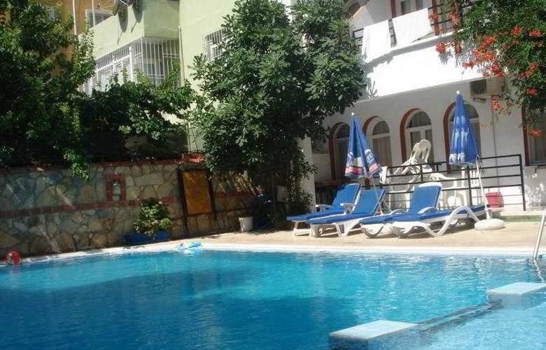 City Hotel - Pool - 3