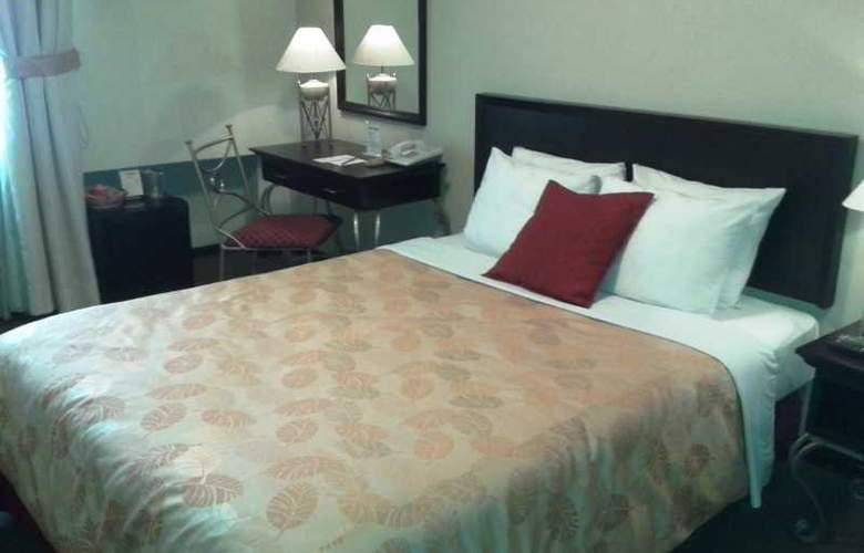 Leon de Oro Inn and Suites - Room - 2
