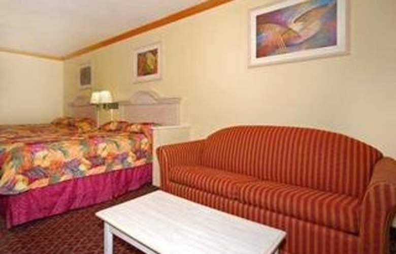 Econo Lodge & Suites - Room - 3