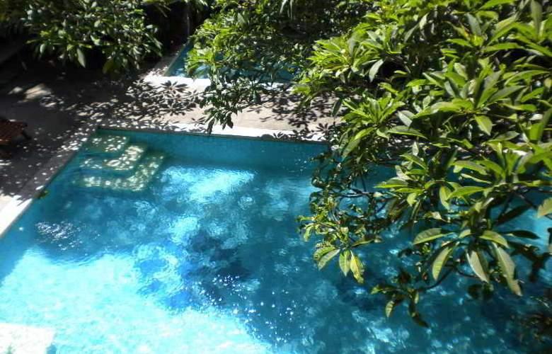 Taman Suci Suite villas - Pool - 3