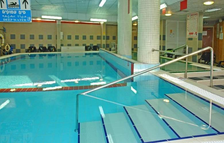 Inbar Hotel - Pool - 10