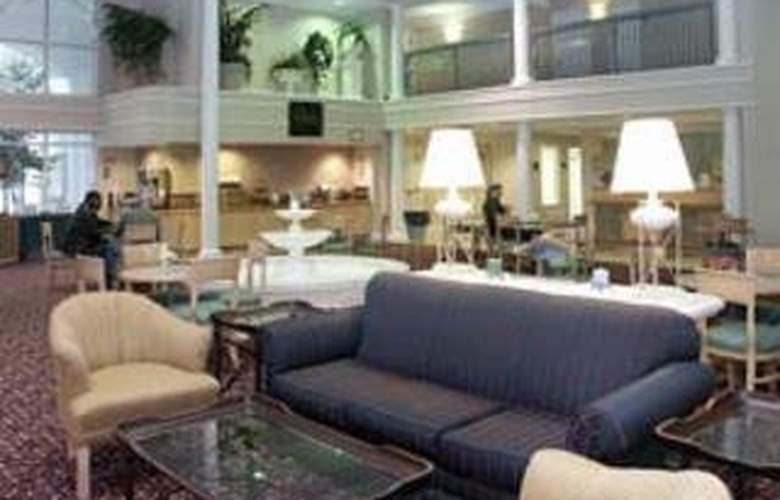 La Quinta Inn & Suites Durham / Chapel Hill - General - 4